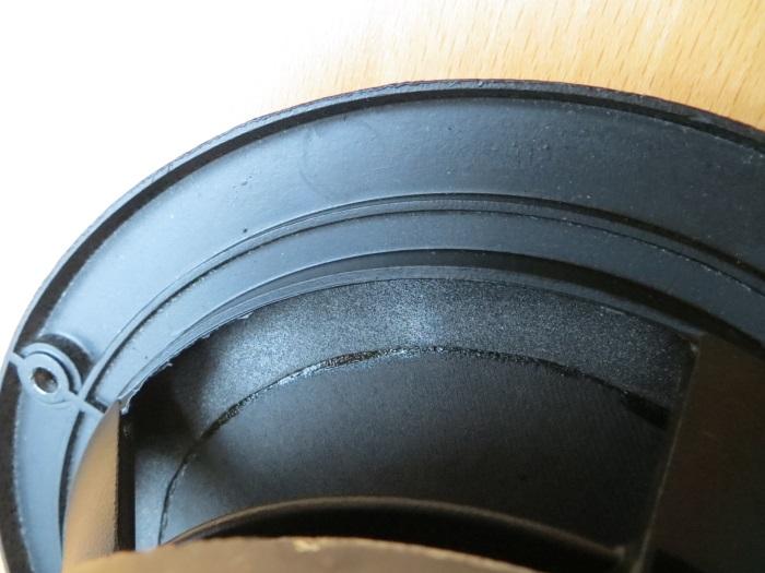 Reparatur mit einem hausgemachten flache Schaumstoff Sicke: Wir haben die Schaumstoffsicke auf dem Kegel geklebt