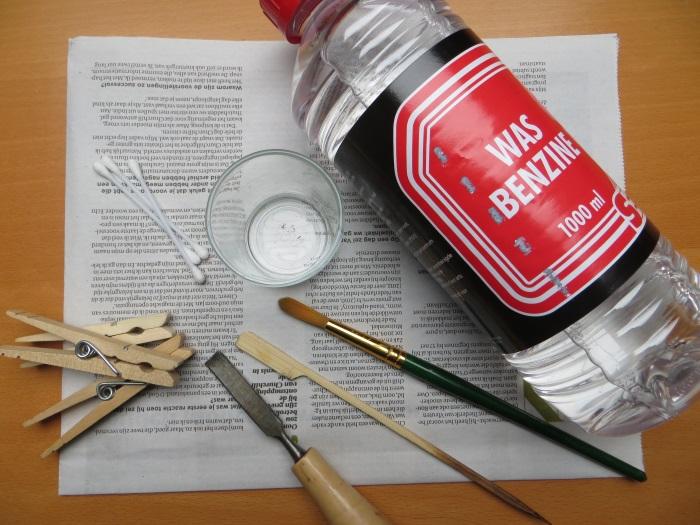 Reparatur mit einem hausgemachten flache Schaumstoff Sicke: Einige Gegenstände die bei der Reparatur verwendet werden