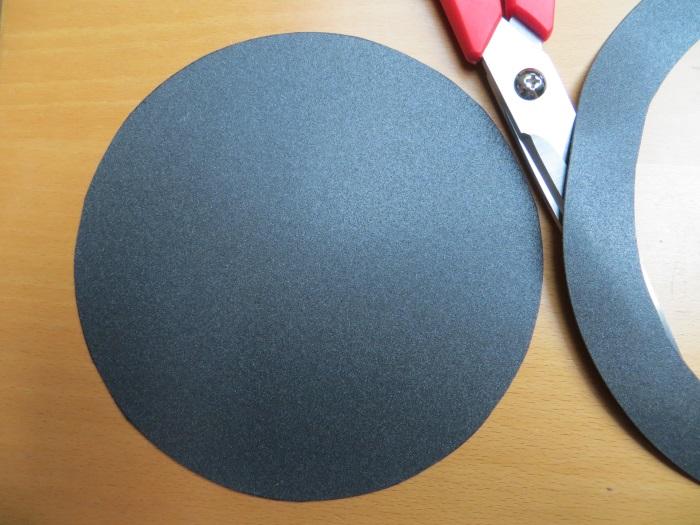 Reparatur mit einem hausgemachten flache Schaumstoff Sicke: wir haben eine maßgeschneiderte flachen Schaumstoffsicke für diese Mitteltöner geschnitten