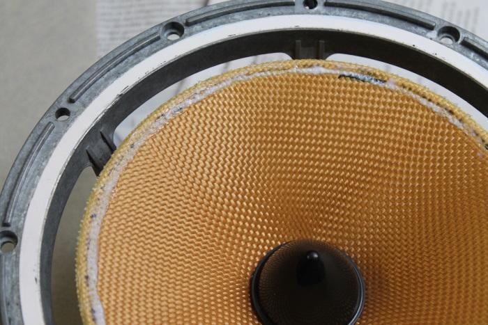 B&W ZZ11436 Gummisicke Ersatz: Warten Sie bis der Leim ein wenig anzieht (trocknet)