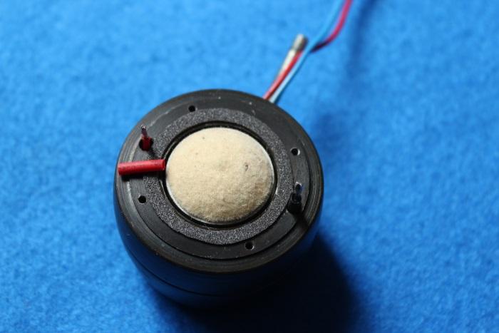 B&W N801S (TS26 80) Hochtöner Reparatur: Die Dichtung auf den Magneten auftragen (kleben)