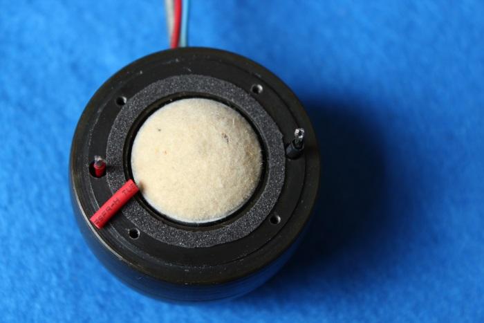 B&W N801S (TS26 80) Hochtöner Reparatur: Die Dichtung auf den Magneten aufgebracht