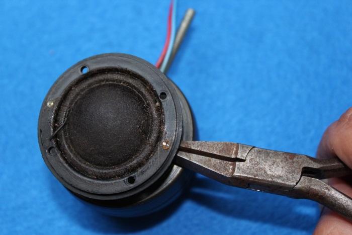 B&W N801S (TS26 80) Hochtöner Reparatur: Entfernen Sie vorsichtig die Kunststoffkappe vom Magneten