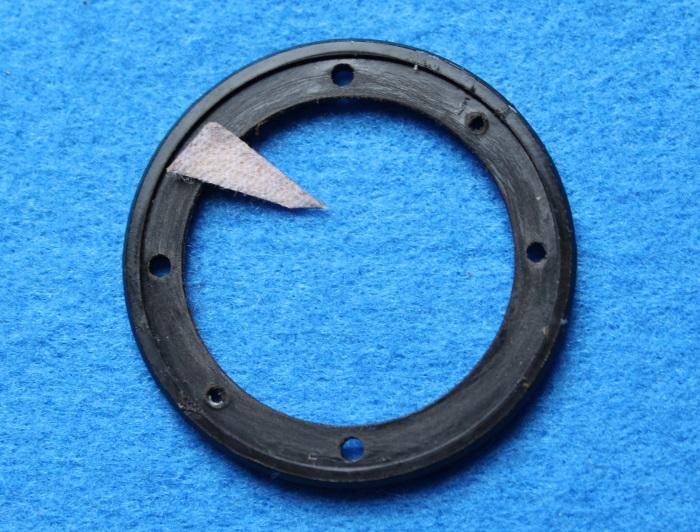 B&W N801S (TS26 80) Hochtöner Reparatur: Entfernen Sie die Kleberückstände von der Kunststoffplatte