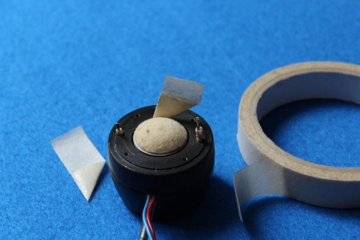 B&W N801S (TS26 80) Hochtöner Reparatur: Reinigen Sie den Luftspalt des Magneten und bei Bedarf die weiße Dämpfungskuppel in der Mitte