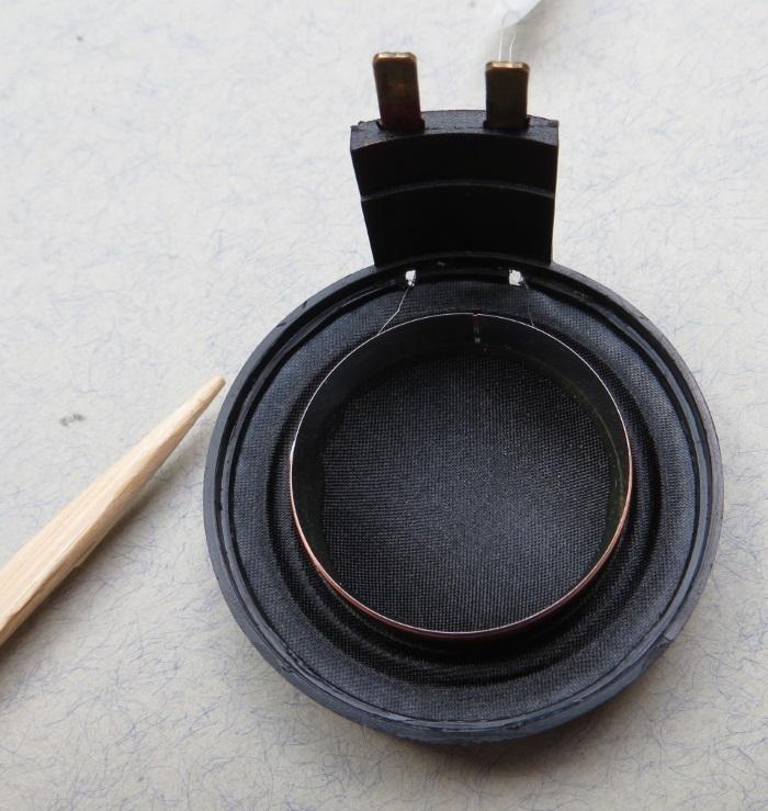B&W CDM1 (ZZ9989 / ZZ09989) Hochtöner Reparatur: Kleben Sie die Membran auf den Hochtönerrahmen