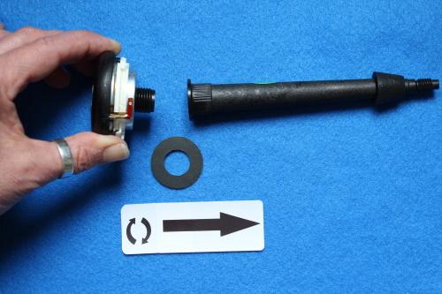 B&W ZZ25607 Hochtöner Ersatz - Schrauben Sie das Nautilus-Horn vom Hochtöner ab. Die Dichtung / der Dichtring kann wiederverwendet werden.
