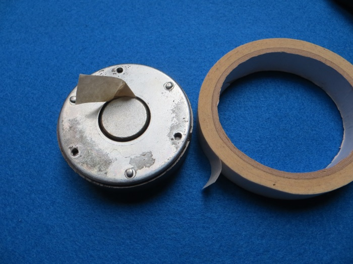 Replace ferrofluid in B&W ZZ05460 tweeter: use the masking tape to remove the old ferrofluid