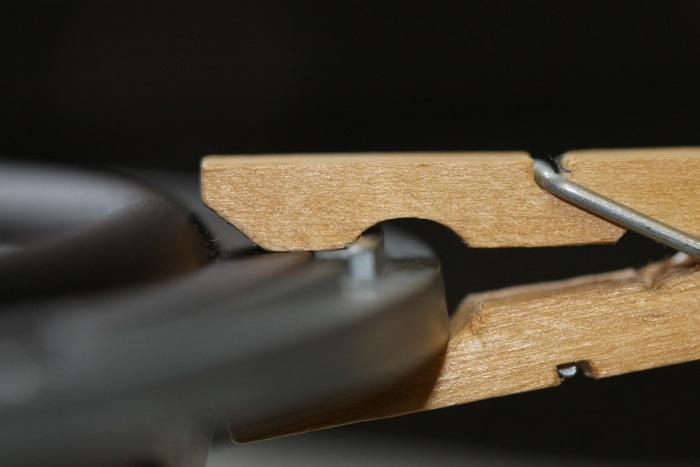 B&W ZZ11436 repair: cloth peg in close up.