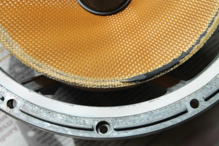 B&W ZZ11436 repair: speaker cone partly clean