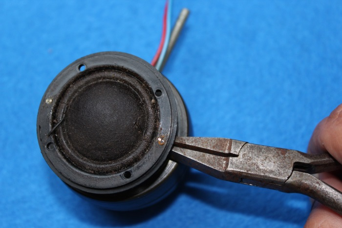 B&W N801S (TS26 80) tweeter repair: remove the plastic cap (frame) from the tweeter magnet
