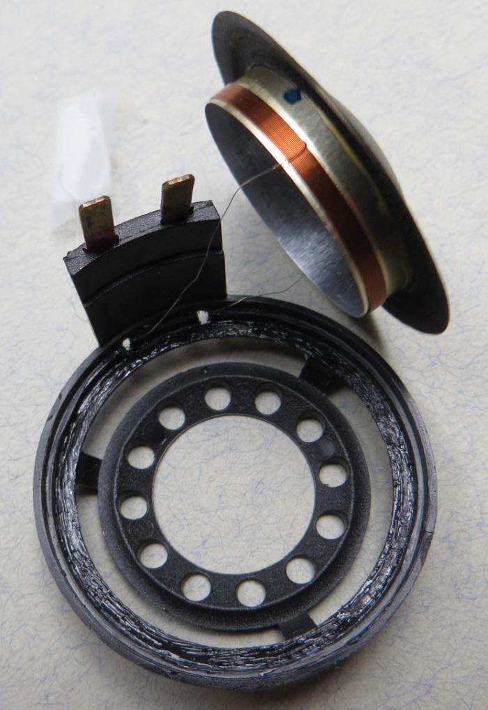 B&W CDM1 (ZZ9989 / ZZ09989) tweeter repair: glue applied to the tweeter frame to glue the diaphragm