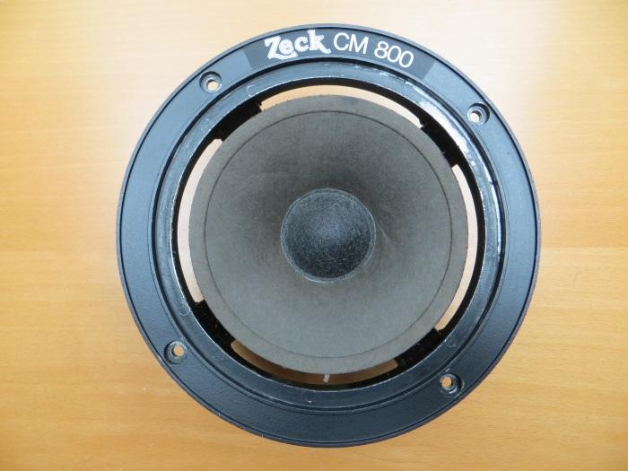 Het luidsprekerframe is schoon - klaar voor aanbrengen van een nieuwe foamrand