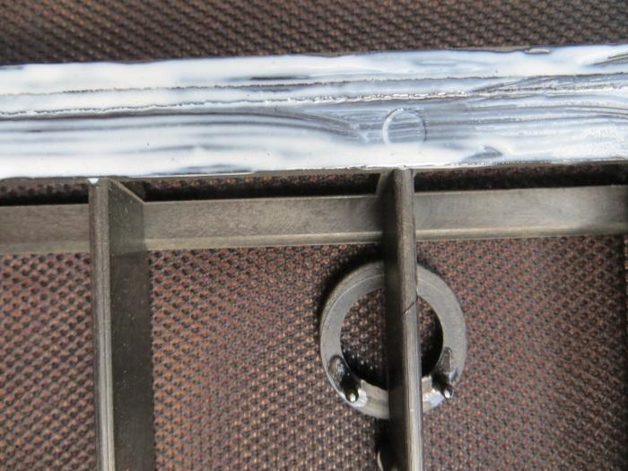 Vervangen luidsprekerdoek: wacht tot de lijm iets transparant is