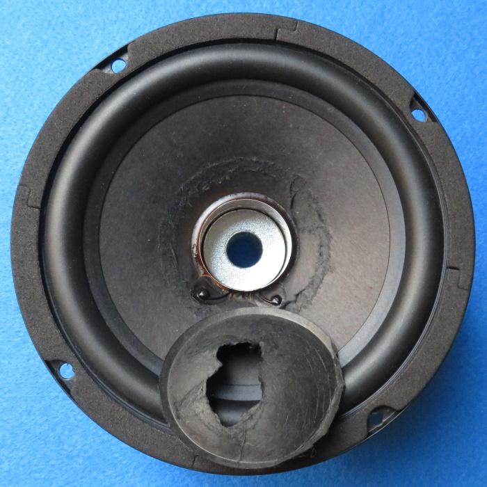 Luidspreker stofkap vervangen - de stofkap is van de luidspreker verwijderd