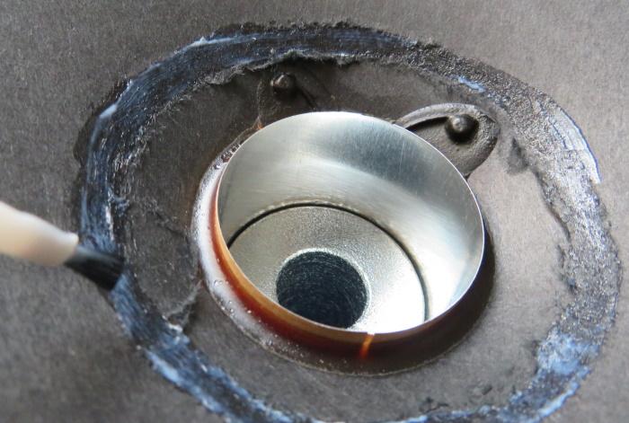 Luidspreker stofkap vervangen - breng lijm aan op de conus