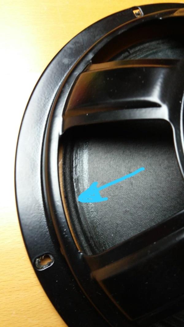 Foamrand van een REL Quake (Westra) woofer vervangen - maak de achterzijde van de conus schoon