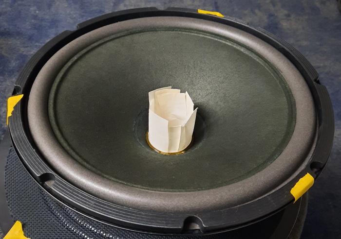 REL Q100E met verwijderde stofkap en afstandshouders